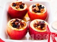 Печени ябълки с ядки (орехи и лешници), стафиди и мед